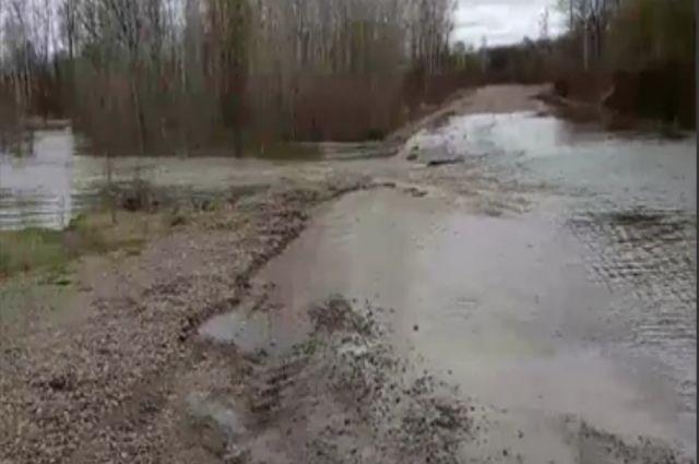 Из-за перелива рек ограничено движение на 7 участках автодорог.