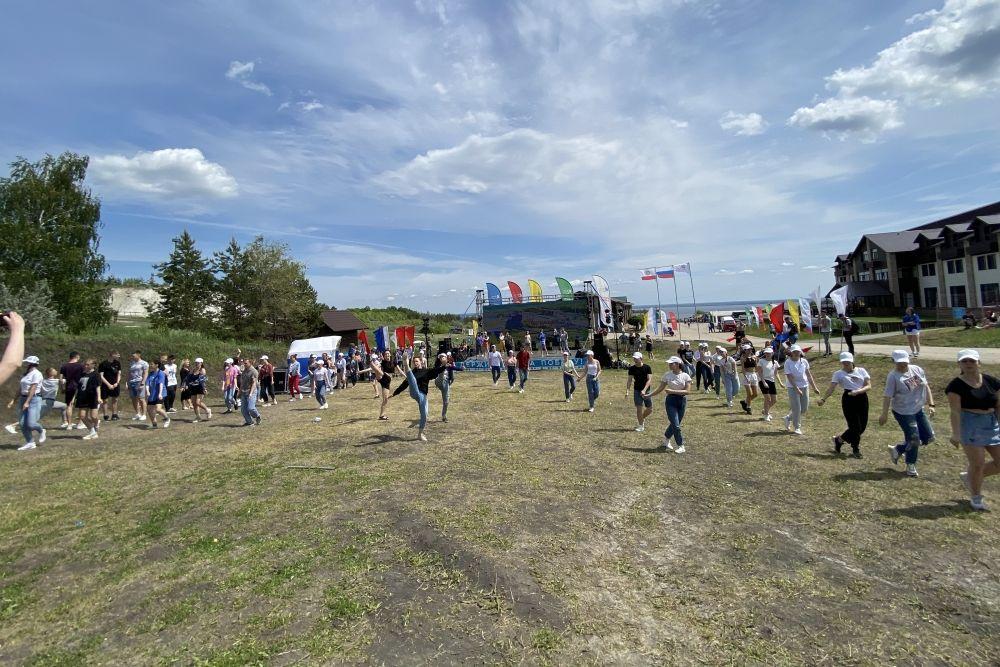 В соревнованиях принимали участие 14 команд из ПФО.