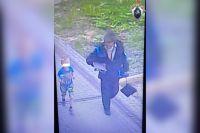 Целые сутки ребенок гулял по городу с ранее судимым мужчиной.
