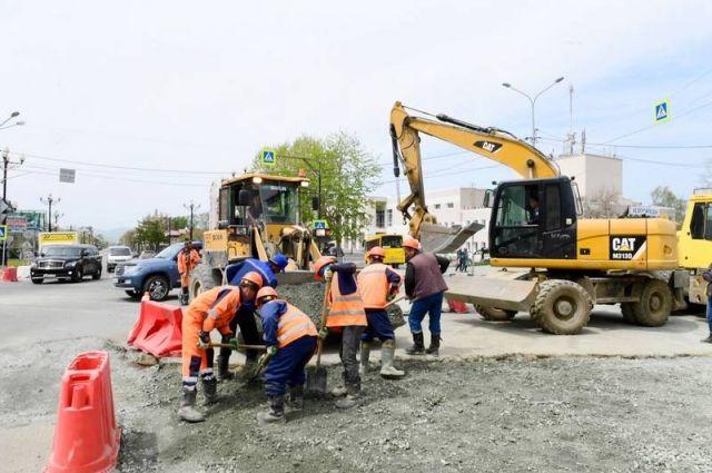 Стоит задача – к 1 июня ликвидировать все крупные недостатки на 17 основных транспортных артериях Южно-Сахалинска.