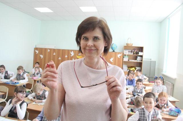 Первоклассники не представляют свою школы без любимого педагога.