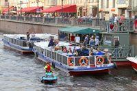 В городе предлагают водные прогулки на любой вкус и кошелек.