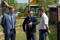 Член Совета по развитию цифровой экономики при Совете Федерации Антон Немкин проверил, как идёт подключение к газовым сетям, обсудил с жителями качество и своевременность проводимых работ.