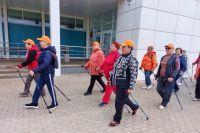В скандинавской ходьбе важен широкий шаг.