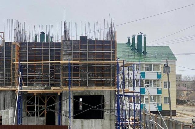 На улице 60 лет СССР идет строительство пятиэтажного дома.