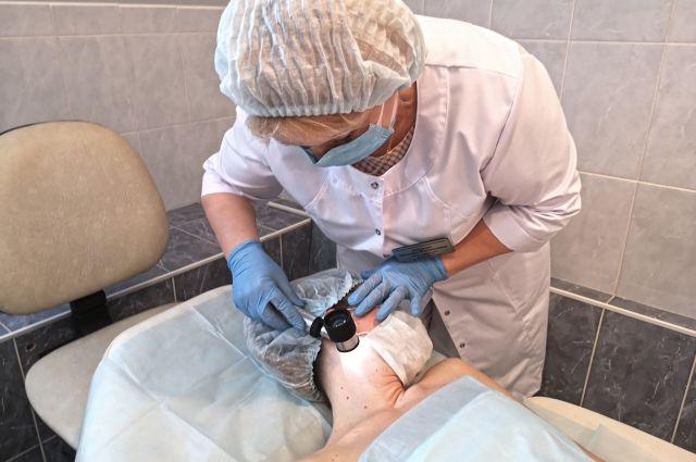 Меланома кожи — агрессивное злокачественное образование, развивающееся в результате необратимого генетического перерождения меланобластов и меланоцитов.