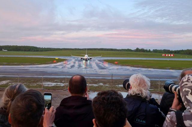 Когда самолёт авиакомпании Ryanair приземлился в Вильнюсе, его встречали сотни журналистов, ваэропорт приехала даже премьер-министр Литвы Ингрида Шимоните.