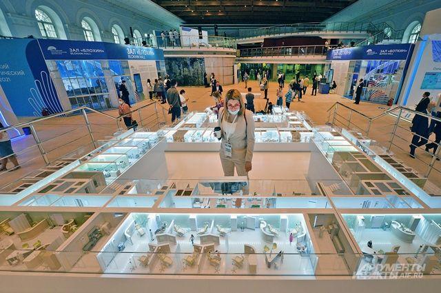 На выставке московские онкоцентры представили новейшее оборудование, а столичные врачи провели на стендах 600 мастер-классов.