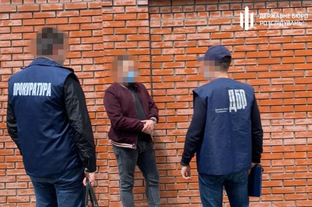 Во Львове полицейских задержали на взятке в две тысячи долларов