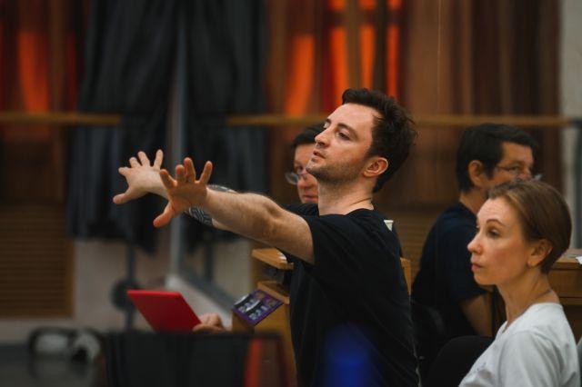 Руководитель балетной труппы Антон Пимонов рассказал, почему основой всего на земле считает музыку, зачем Перми нужен «Путеводитель по балету» и каким был его путь от ансамбля «Улыбка» до премии «Золотая Маска».