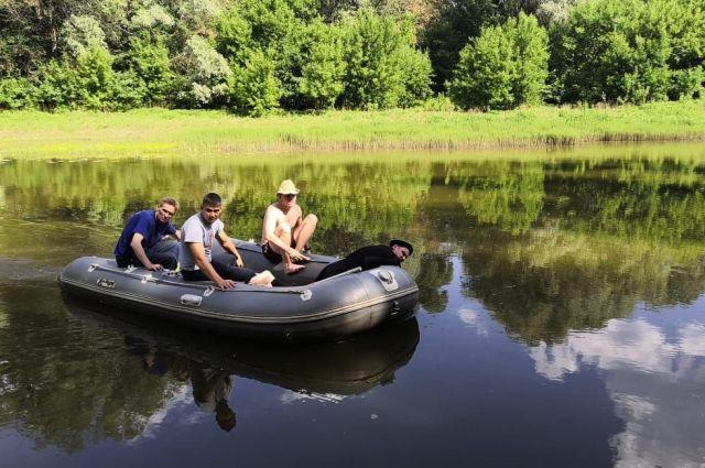 В Илекском районе водолазы АСС извлекли из вод Урала ело пропавшего мужчины.