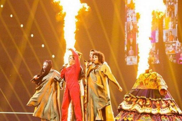 Выступление на Евровидении-2021. Василиса - крайняя справа