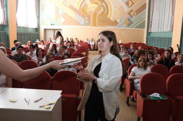 Проекты школьников оценивали профессионалы своего дела.