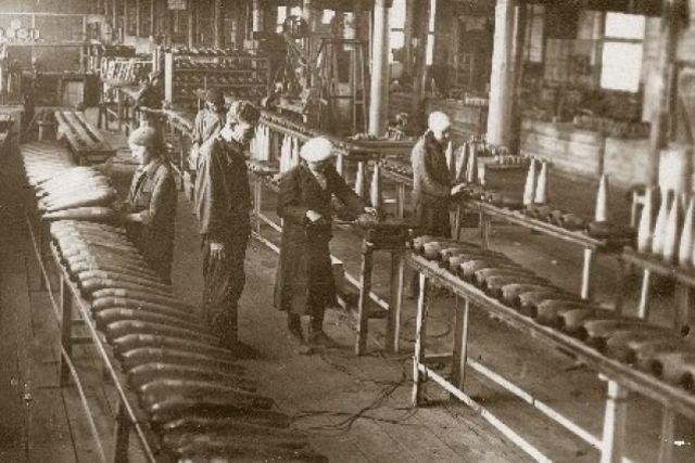 В Красноярск в годы войны было эвакуировано 29 заводов и фабрик.