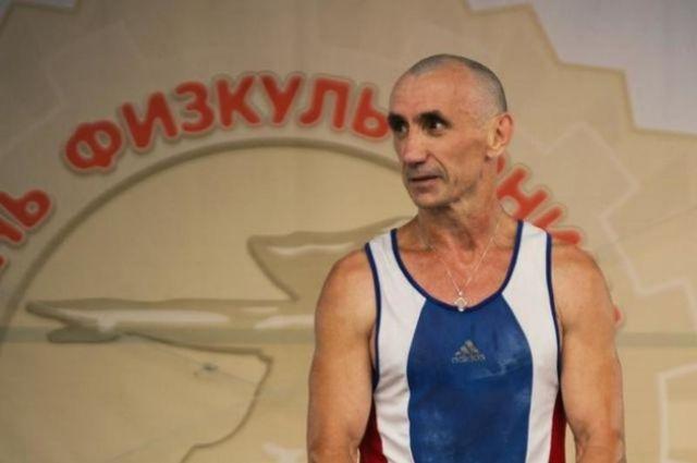 Николаю Федоровичу 59 лет, он уже обладатель нескольких мировых рекордов.