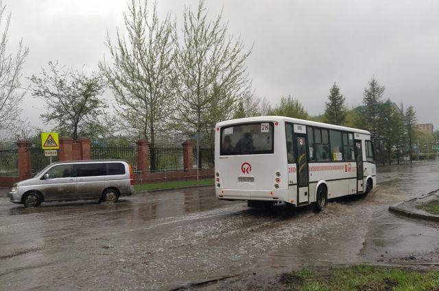 Автобусы поедут по другому маршруту из-за ремонта улицы.