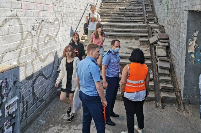 Опасно для граждан: прокурор Оренбурга проинспектировал подземные пешеходные переходы.