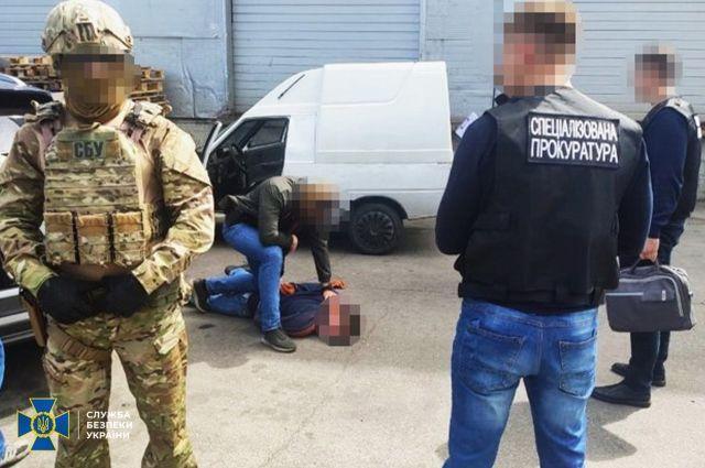 В Черкассах военнослужащий Национальной гвардии торговал оружием
