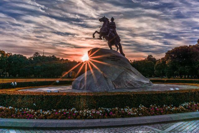 Санкт-Петербургу исполняется 318 лет.