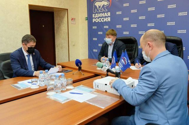 Губернатору Дмитрию Махонину предложили возглавить партийный список на выборы в Заксобрание края.