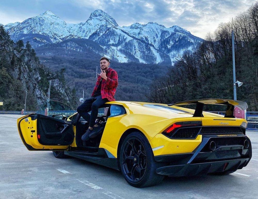 Дмитрий Рудиков и его автомобиль Lamborghini Aventador SVJ