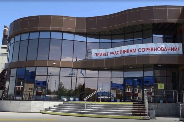 В спортивной школе «Флагман» есть плавательный бассейн и несколько специализированных залов.
