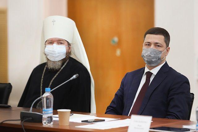 «Отчетную» сессию посетил митрополит Тихон, благодаря сотрудничеству с которым региональных властей Псковская область получит «персональный нацпроект».
