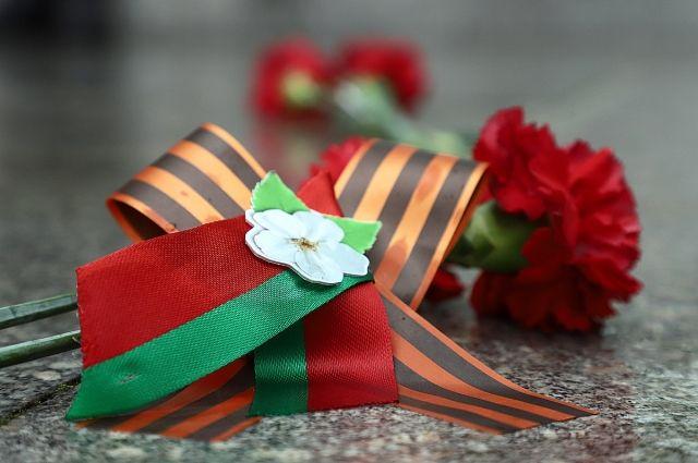 Гости из Белоруссии возложили цветы к Вечному Огню.
