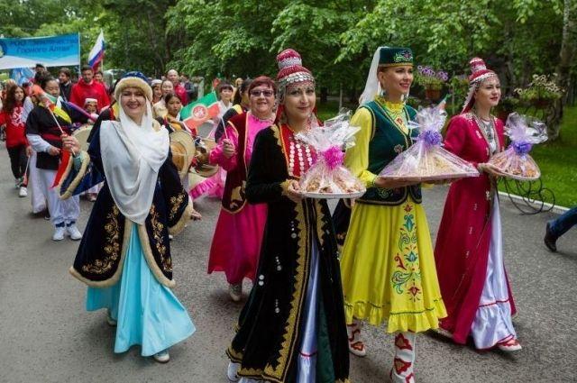 Ежегодно Сабантуй на Сахалине объединяет все больше людей вне зависимости от национальности и вероисповедания.