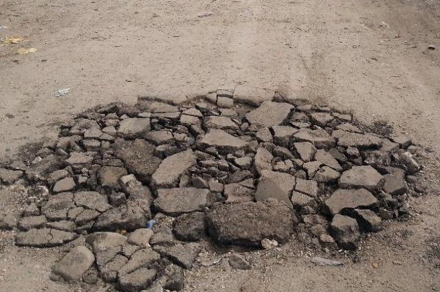 Прокуратура лично проверила состояние дороги в Гае.