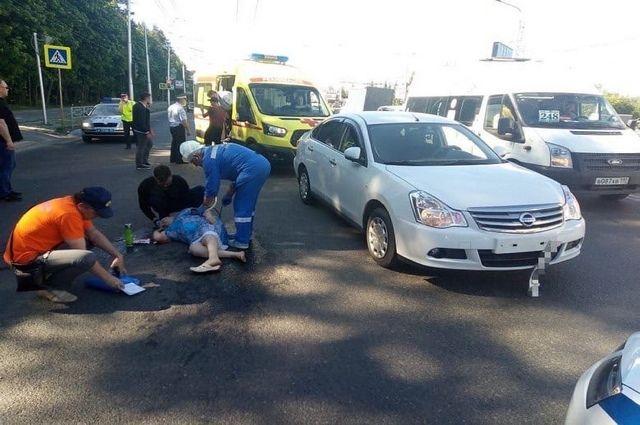 В Уфе водитель на иномарке сбил пожилую женщину с ребёнком