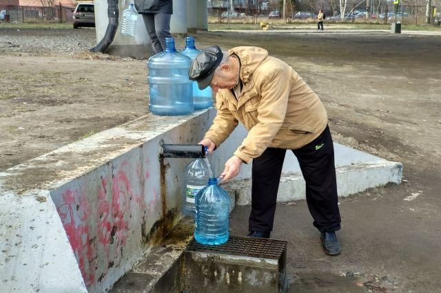 Жителям нужно набрать достаточный запас питьевой воды.