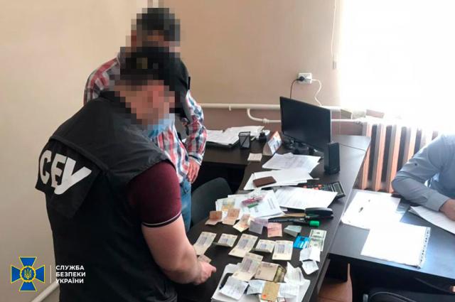 В Ивано-Франковской области чиновники требовали взятку у предприятия