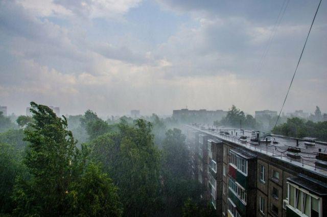 Оренбуржцев предупредили о грозе, ливнях и вероятности града 29 мая.