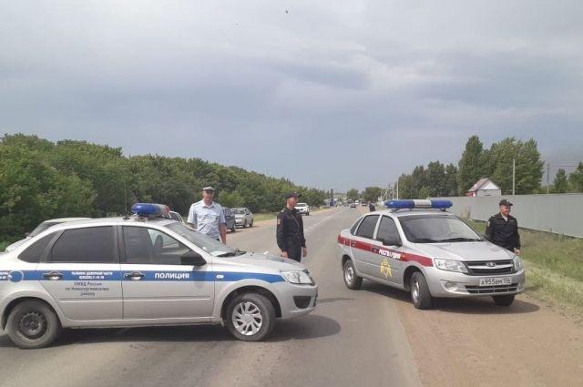 В Новосергиевском районе на местной АЗС загорелись две цистерны с топливом.