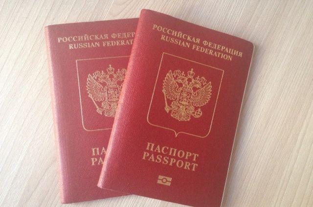 Парламентская газета уточнила данные о получении загранпаспортов не в РФ