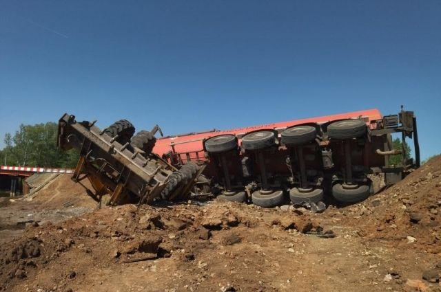 В Октябрьском р-не произошла авария на ремонтируемом участке дороги.