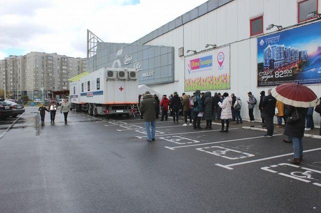 Выездная вакцинация от коронавируса в Калининграде продолжится в июне