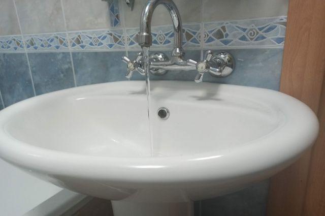 Даже после многочисленных жалоб жителей «КрасКом» не прекратил подачу воды.