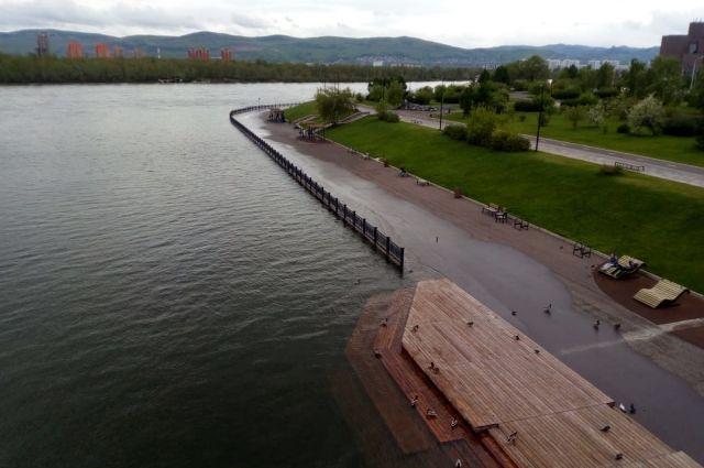 Уровень воды в Енисее продолжает подниматься.