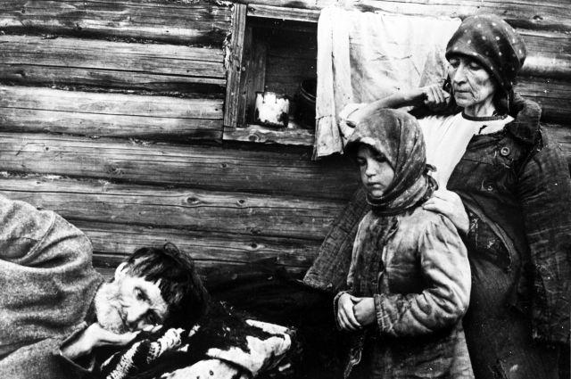 Семья голодающих. Поволжье, 1921 год.