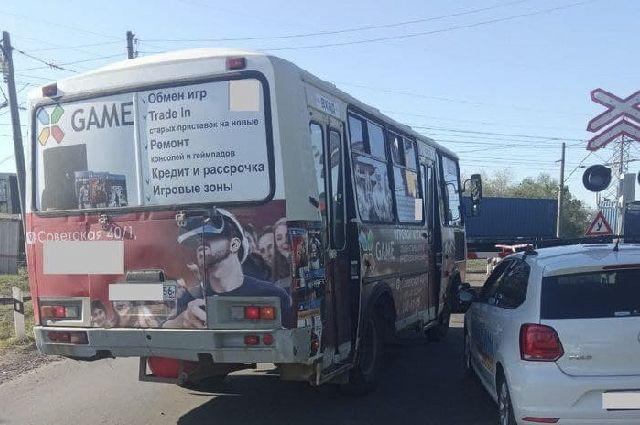 В Оренбурге водителя автобуса, нарушившего ПДД, привлекли к отвественности благодаря фото очевидца.