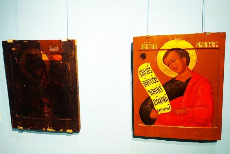 Обе эти иконы были созданы одновременно (в 17-м веке) и до поступления в галерею находились в одной церкви. Икона «Пророк Аввакум» прошла реставрацию, а икона «Пророк Даниил» ещё только ждёт своей очереди. Когда она попадёт в руки реставратора, то он счистит слой потемневшей олифы и загрязнения. И тогда икона приобретёт свой первоначальный вид с яркими красками.