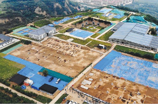 На месте раскопок Шуанхуайшу в Гунъи, провинция Хэнань, были обнаружены руины огромного города, построенного 5300 лет назад.