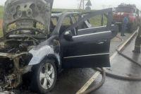Водитель и двое пассажиров успели покинуть салон автомобиля и вызвали пожарную охрану.