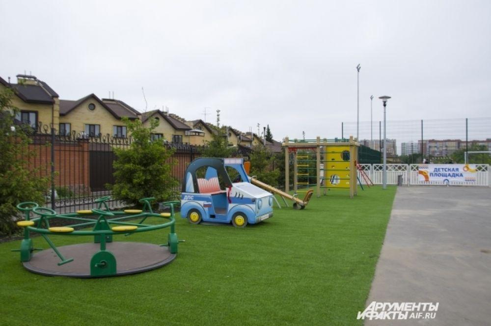 Для детей открыта детская площадка