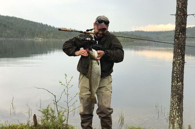 Целый год северяне ждут рыбалки на реке Коле.