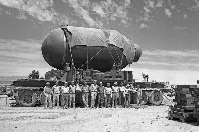 16 июля 1945 г. произошло первое успешное испытание ядерного оружия. На полигоне Аламогордо в США взорвали «Штучку» – первую плутониевую бомбу.