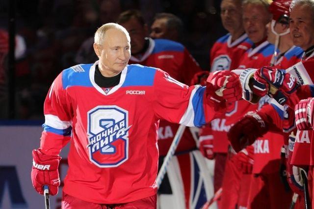 Президент в хоккей стал играть недавно.