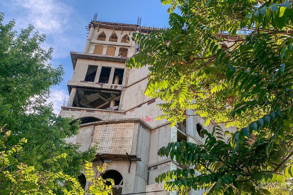 В 2014 году мэрия Краснодара планировала изъять объект через суд у собственника и сделать внутри художественную галерею. Но с того момента ничего не поменялось.